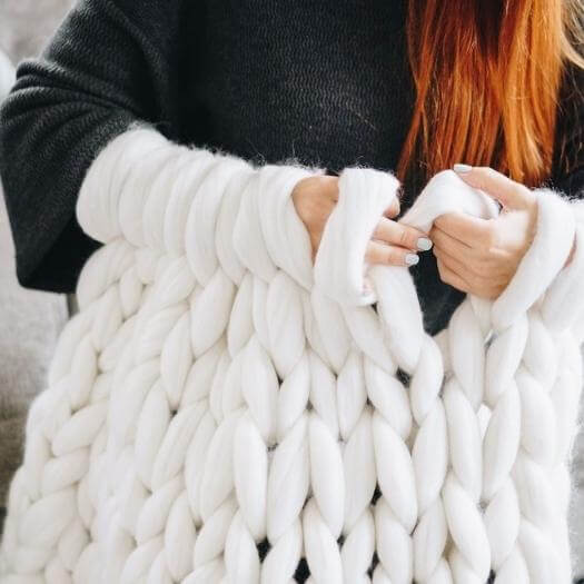 Chunky Knit Blanket Best Mothers Day DIY Homemade Crafting Gift Ideas Inspiration How To Make Tutorials Recipes Gifts To Make