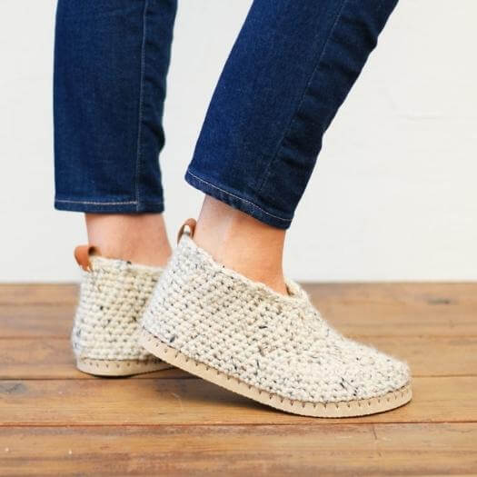 Crochet Slipper Boots Cheap Affordable Mothers Day DIY Homemade Crafting Gift Ideas Inspiration How To Make Tutorials Recipes Gifts To Make