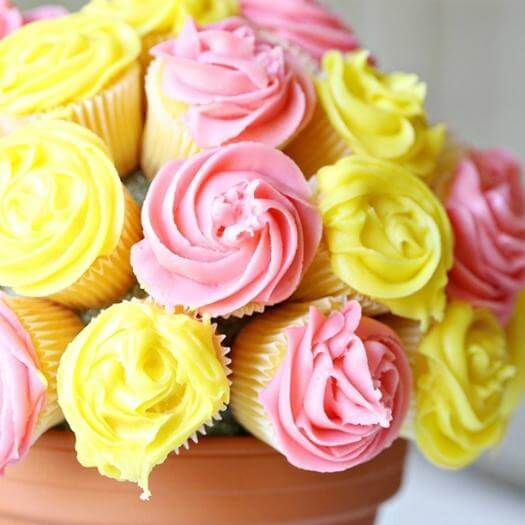 Cupcake Bouquet Best Friend Mothers Day DIY Homemade Crafting Gift Ideas Inspiration How To Make Tutorials Recipes Gifts To Make