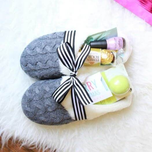 Easy Slippers Sister Mothers Day DIY Homemade Crafting Gift Ideas Inspiration How To Make Tutorials Recipes Gifts To Make