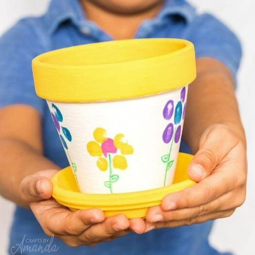 Fingerprinting Flowering Pot Easy Last Minute Mothers Day DIY Homemade Crafting Gift Ideas Inspiration How To Make Tutorials Recipes Gifts To Make