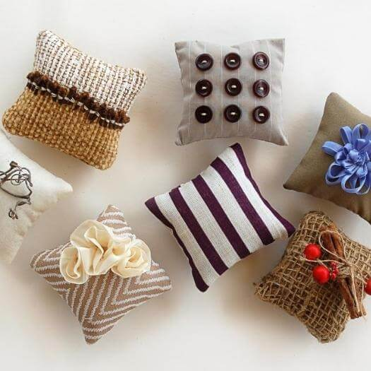 Fragrant Potpourri Pillows Grandma Mothers Day DIY Homemade Crafting Gift Ideas Inspiration How To Make Tutorials Recipes Gifts To Make