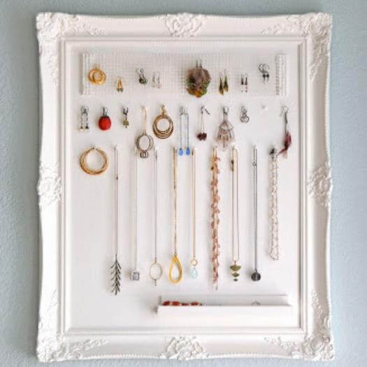 Framed Jewelry Storage Sister Mothers Day DIY Homemade Crafting Gift Ideas Inspiration How To Make Tutorials Recipes Gifts To Make