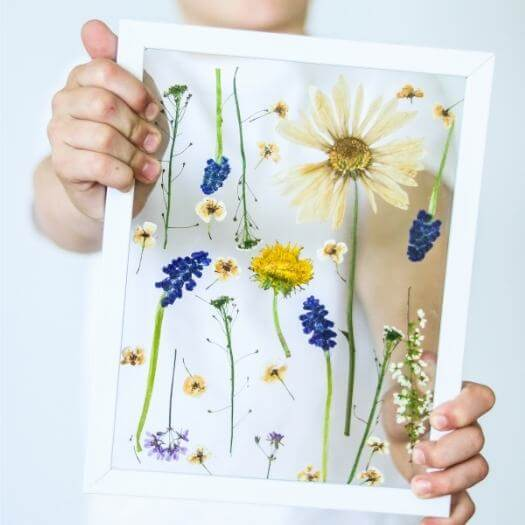 Framed Pressed Flowers Kids Mothers Day DIY Homemade Crafting Gift Ideas Inspiration How To Make Tutorials Recipes Gifts To Make