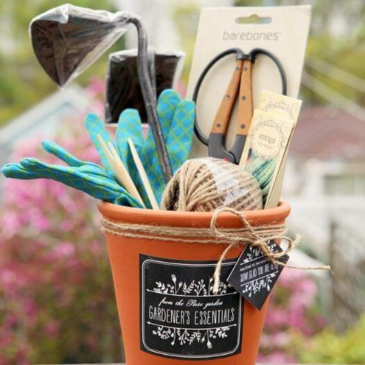 Gardening Set Unique Mothers Day DIY Homemade Crafting Gift Ideas Inspiration How To Make Tutorials Recipes Gifts To Make