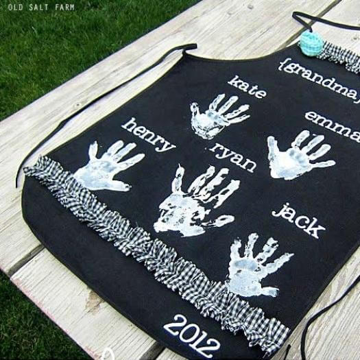 Handprint Apron Easy Last Minute Mothers Day DIY Homemade Crafting Gift Ideas Inspiration How To Make Tutorials Recipes Gifts To Make