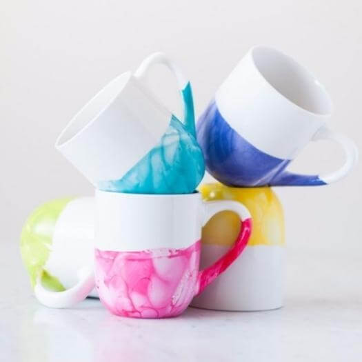 Marble Dipped Mugs Easy Last Minute Mothers Day DIY Homemade Crafting Gift Ideas Inspiration How To Make Tutorials Recipes Gifts To Make
