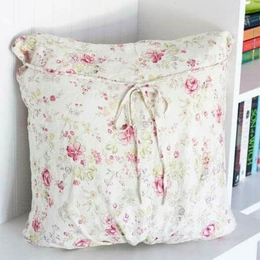Maternity Dress Pillow Cover Cheap Affordable Mothers Day DIY Homemade Crafting Gift Ideas Inspiration How To Make Tutorials Recipes Gifts To Make