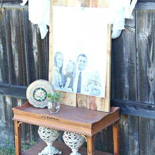 Pallet Picture Holder Cheap Affordable Mothers Day DIY Homemade Crafting Gift Ideas Inspiration How To Make Tutorials Recipes Gifts To Make