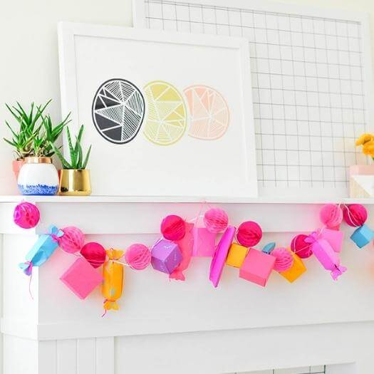 Paper Gift Box Garland Best Mothers Day DIY Homemade Crafting Gift Ideas Inspiration How To Make Tutorials Recipes Gifts To Make