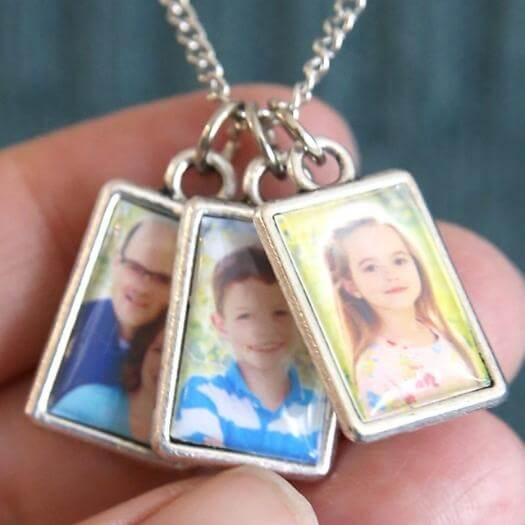 Photo Album Necklace Unique Mothers Day DIY Homemade Crafting Gift Ideas Inspiration How To Make Tutorials Recipes Gifts To Make