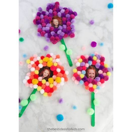 Pom Pom Flower Magnet Kids Mothers Day DIY Homemade Crafting Gift Ideas Inspiration How To Make Tutorials Recipes Gifts To Make
