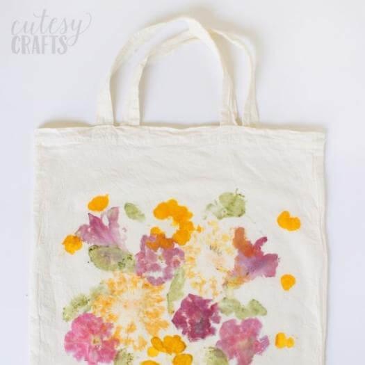 Pounded Flower Tote Easy Last Minute Mothers Day DIY Homemade Crafting Gift Ideas Inspiration How To Make Tutorials Recipes Gifts To Make