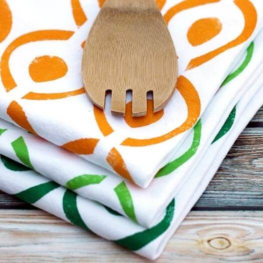 Stenciled Tea Towel Best Friend Mothers Day DIY Homemade Crafting Gift Ideas Inspiration How To Make Tutorials Recipes Gifts To Make