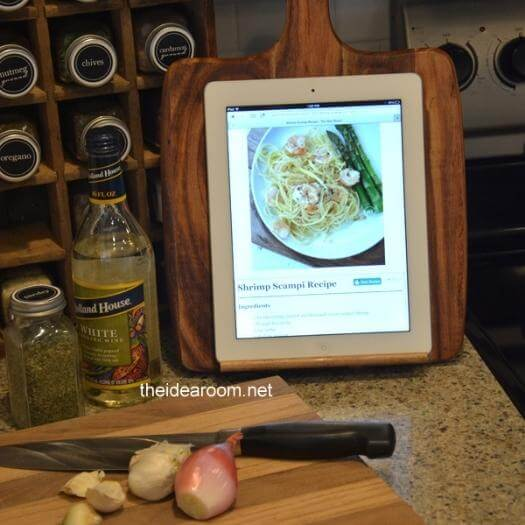 iPad Holder Sister Mothers Day DIY Homemade Crafting Gift Ideas Inspiration How To Make Tutorials Recipes Gifts To Make